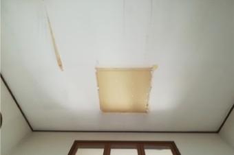 室内側は天窓を撤去後に下から断熱材とボードにて穴塞ぎ