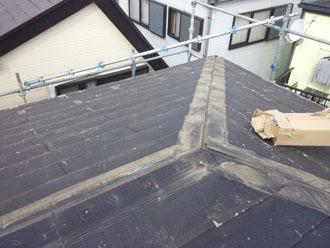 棟板金を撤去した屋根