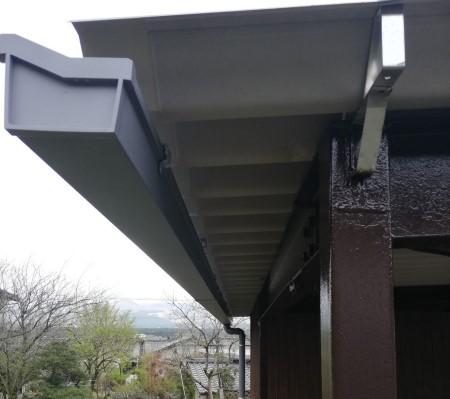 折板屋根の雨樋交換