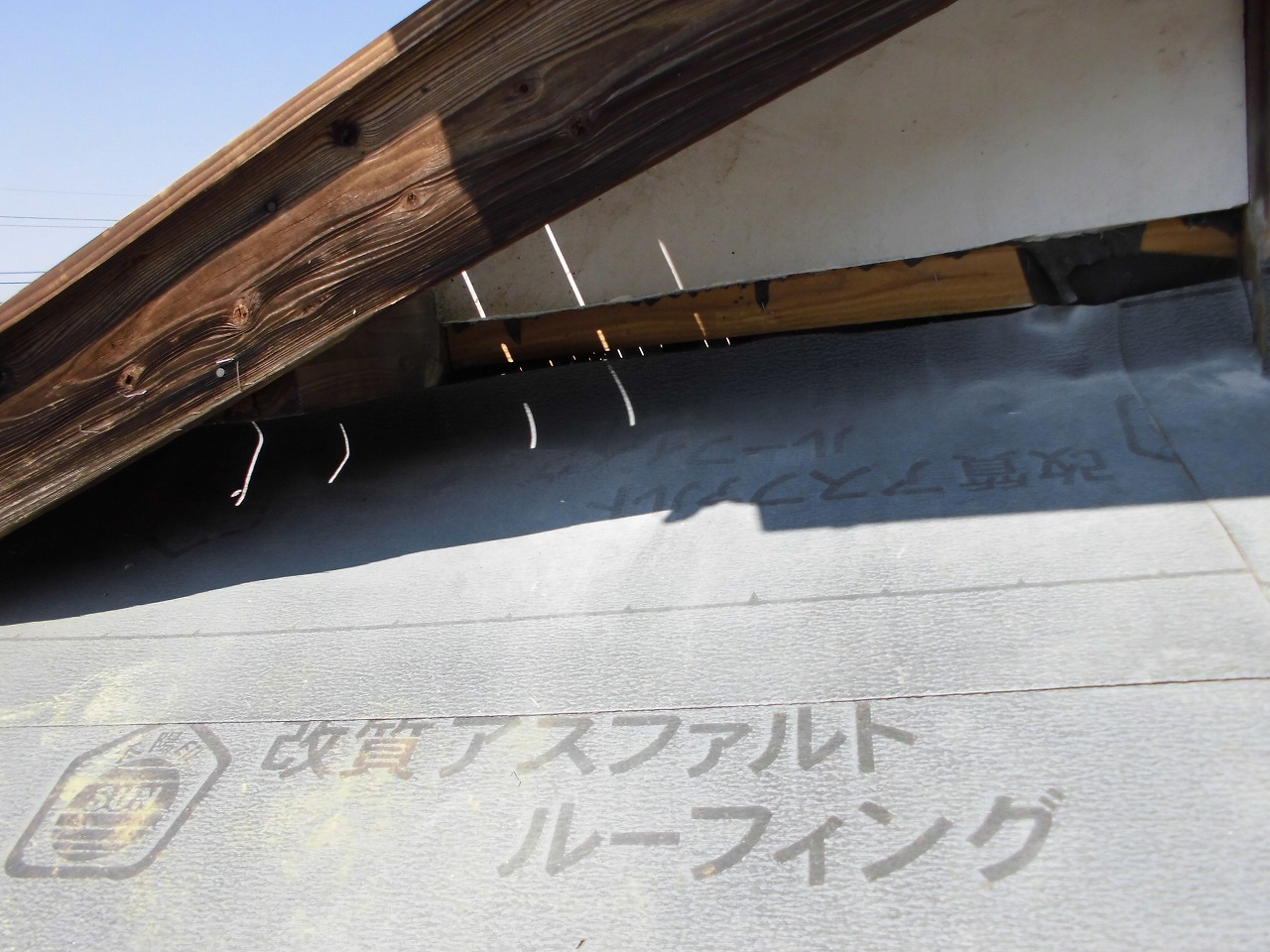 入母屋部分の壁との取り合いのため壁をきれいにカット