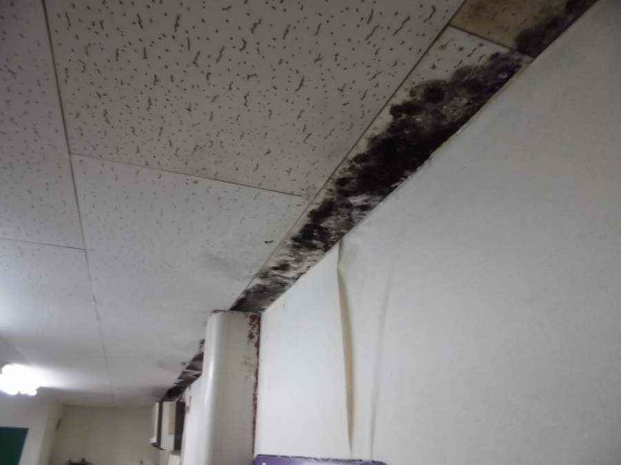 雨漏りした屋内天井