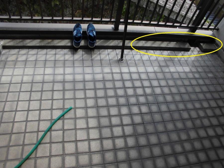 コンクリートの雨水排水路