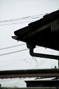 雨樋 雨水溢れ