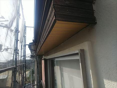 熊本市西区で強風により瓦や雨樋の破損が発生した補修工事の様子