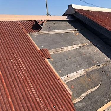 宇土市で雨漏りしたトタン屋根を補修工事 施工前