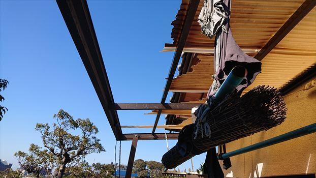 熊本市南区でベランダ波板と雨樋が強風で破損し補修を行った様子