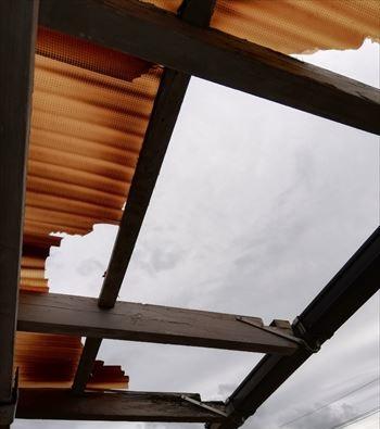 塩ビ製波板 フレーム木材劣化 工事前