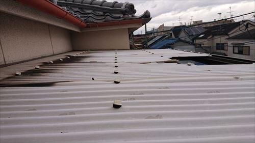 波板飛散 屋根上の状況