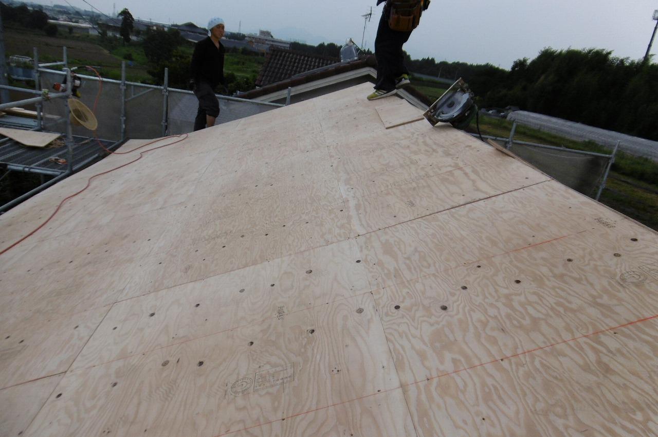 構造用合板を重ね張りします
