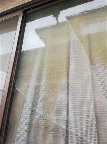 窓ガラス 割れ 工事前