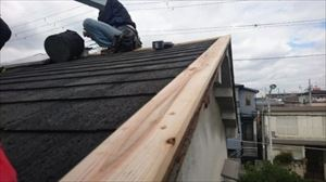 屋根金物取替工事 下地板取付の様子