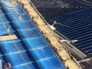 熊本市東区にて春の嵐により屋根瓦・棟瓦が飛散した補修工事の様子