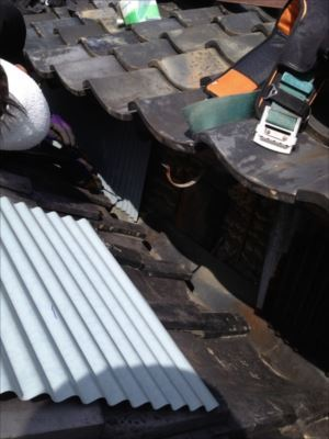 屋根取り合い部分 板金 張替作業①