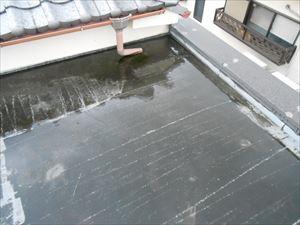 雨漏り 雨水が溜まる