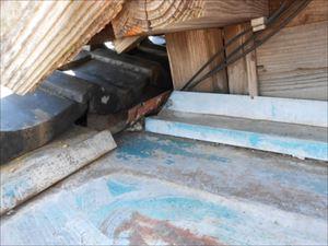 ネコ侵入箇所 屋根奥部分