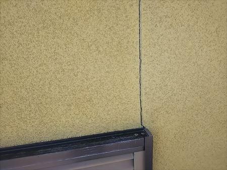 窓付近 外壁クラック 雨漏れ原因