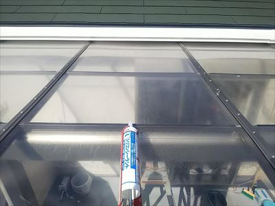 ポリカ平板屋根 シリコンコーキング