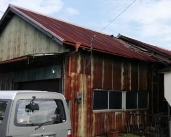 宇土市にて倉庫のトタン屋根補修工事 屋根雨漏り工事