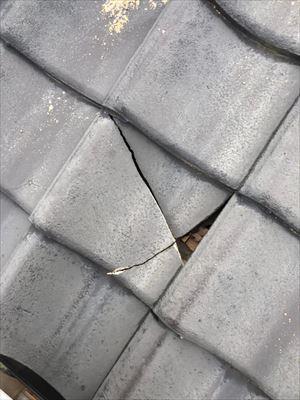 平瓦 割れ 雨漏り