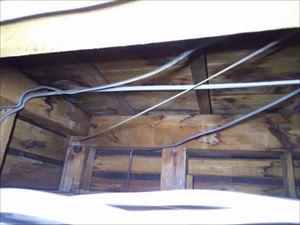 天井裏 雨染み後
