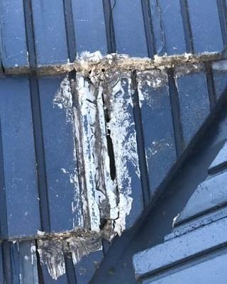 セメント瓦 隙間 補修前