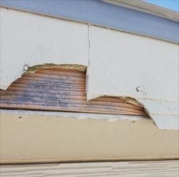 菊池郡大津町にて台風で破損した破風板の張替え工事を行った様子