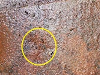 トタン屋根 錆びによる穴