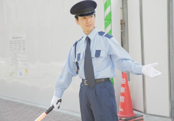 安全確保に務める警備員