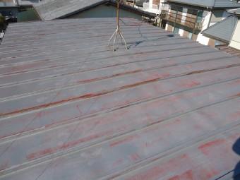 丁寧に高圧洗浄をした後の屋根の色